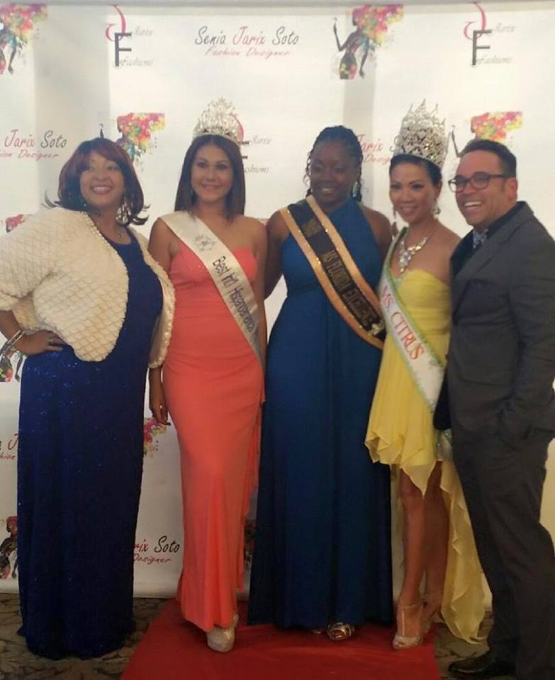 (l-r): Jarix Fashion Show hostess Angie Bee, Miss Teen World of Puerto Rico Genesis M. Caraballo, Ms. Florida Excellence and 2009 Ms. Corporate America Shanta Barton-Stubbs, Ms. Citrus Rosanna Tran, and Jorge Alvarado. Source: Sharlyne Thomas.