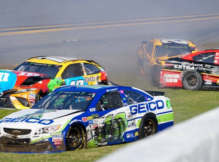 DAYTONA, Fla. (FNN SPORTS) - The 59th DAYTONA 500 saw the race's favored drivers lose to wrecks and lost gas, giving Kurt Busch (#41) a chance to finally net his very first DAYTONA 500 victory. Photo: William Roebuck/Florida National News.