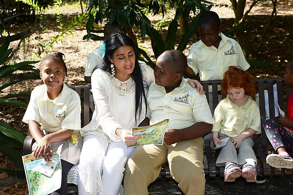 Orange Soil & Water Conservation District Board Vice Chair and Supervisor Daisy Morales talks with students about the environment during her 2017 Earth Day Awareness Tour at Leu Gardens. Photo: Mellissa Thomas/Florida National News.