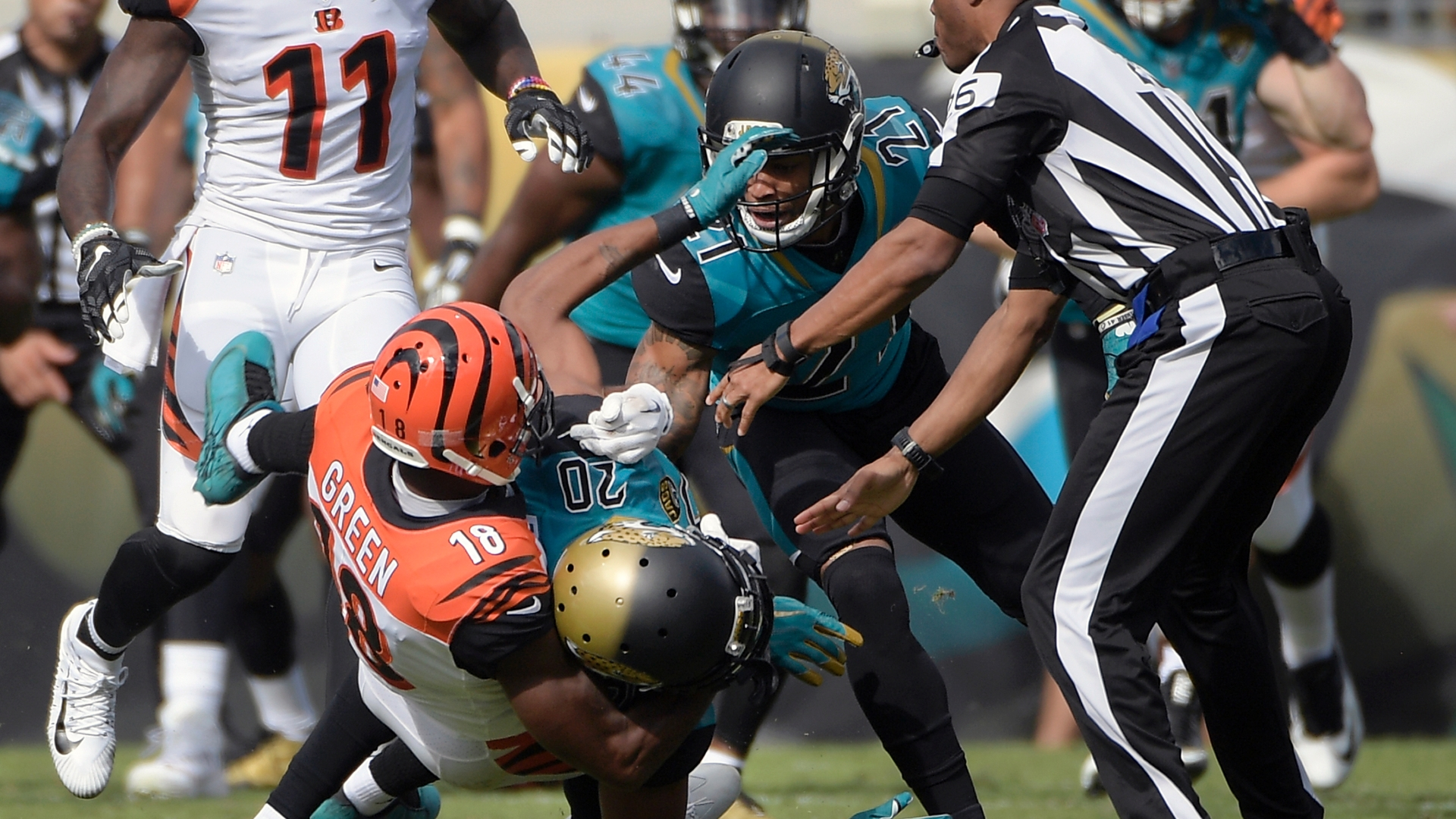 JACKSONVILLE (FNN SPORTS) - Despite Bengals wide receiver AJ Green (left) and Jacksonville cornerback Jalen Ramsey's (center) scuffle, the Jaguars fought their way to their first EverBank Field win of the season. Photo: ESPN.