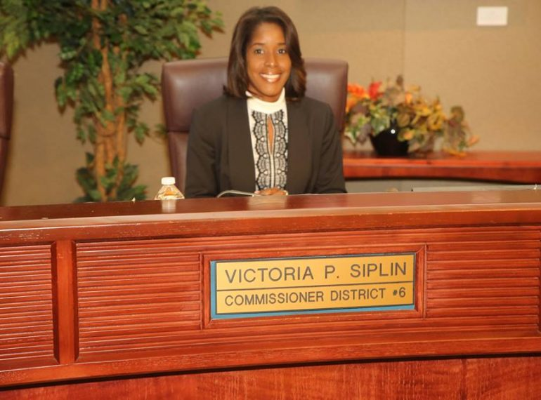 ORANGE COUNTY, Fla. (FNN NEWS) – Orange County Vice-Mayor Victoria P. Siplin hosted a budget workshop in Pine Hills on Tuesday conducted by senior staff in the Office of Management & Budget (OMB) in an effort to keep District 6 citizens engaged and informed. Photo: Willie David/Florida National News.