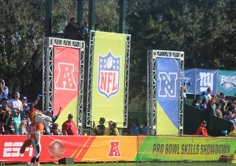 Fans enjoy watching NFL players perform during the 2017 Pro Bowl Skills Showdown in Orlando. Photo by Willie David / Florida National News
