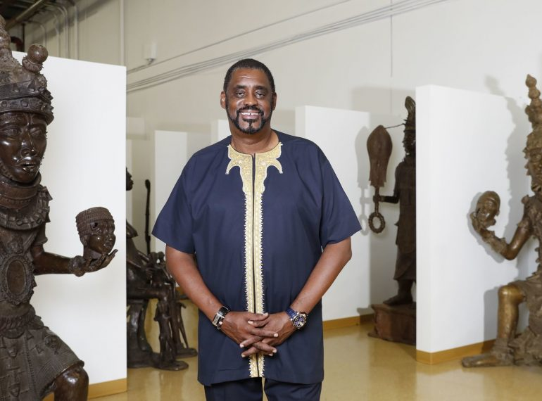 ORLANDO (FNN NEWS) - Bronze Kingdom African Art Gallery & Museum owner and CEO Rawlvan Bennett has moved the world's largest collection of African bronze statues to Orlando Fashion Square Mall. Photo: Orlando Sentinel.