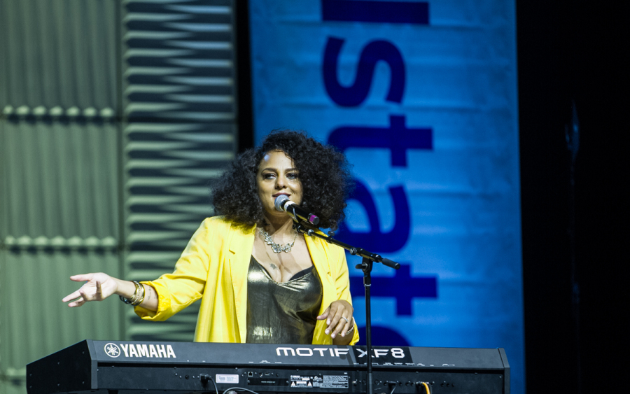 Marsha Ambrosius wins the crowd on the Tom Joyner Reunion Expo Stage. Photo: Rance Elgin.