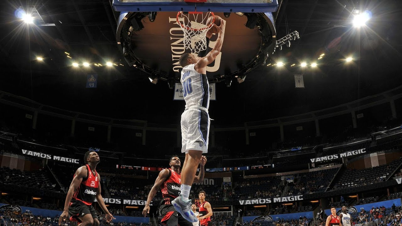 Aaron Gordon takes the ball to the hoop against Flamengo at Amway Center Friday. Photo: NBA.