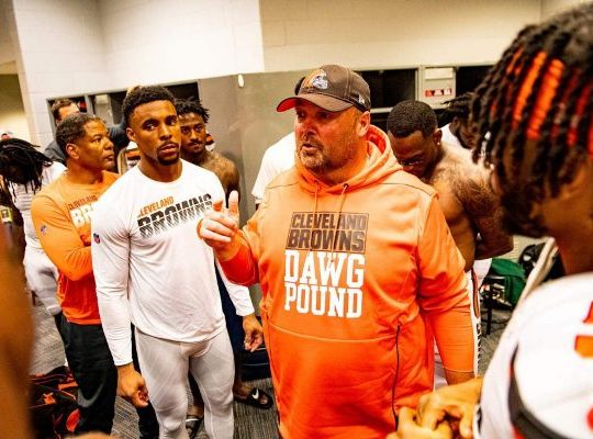 Coach Kitchens talks to his players after his first win as a head coach. Photo: ClevelandBrowns.com
