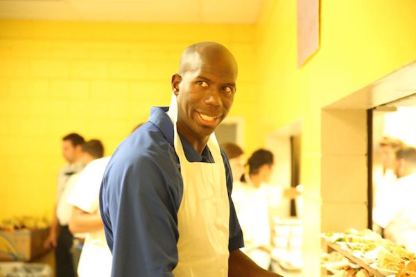 FILE: Orlando Magic Community Ambassadors Bo Outlaw (pictured) and Nick Anderson and Orlando Magic volunteers joined Orlando Commissioner Robert Stuart to feed the homeless at the Christian Counseling Center in District 3 in 2016. File Photo: Mellissa Thomas/Florida National News.