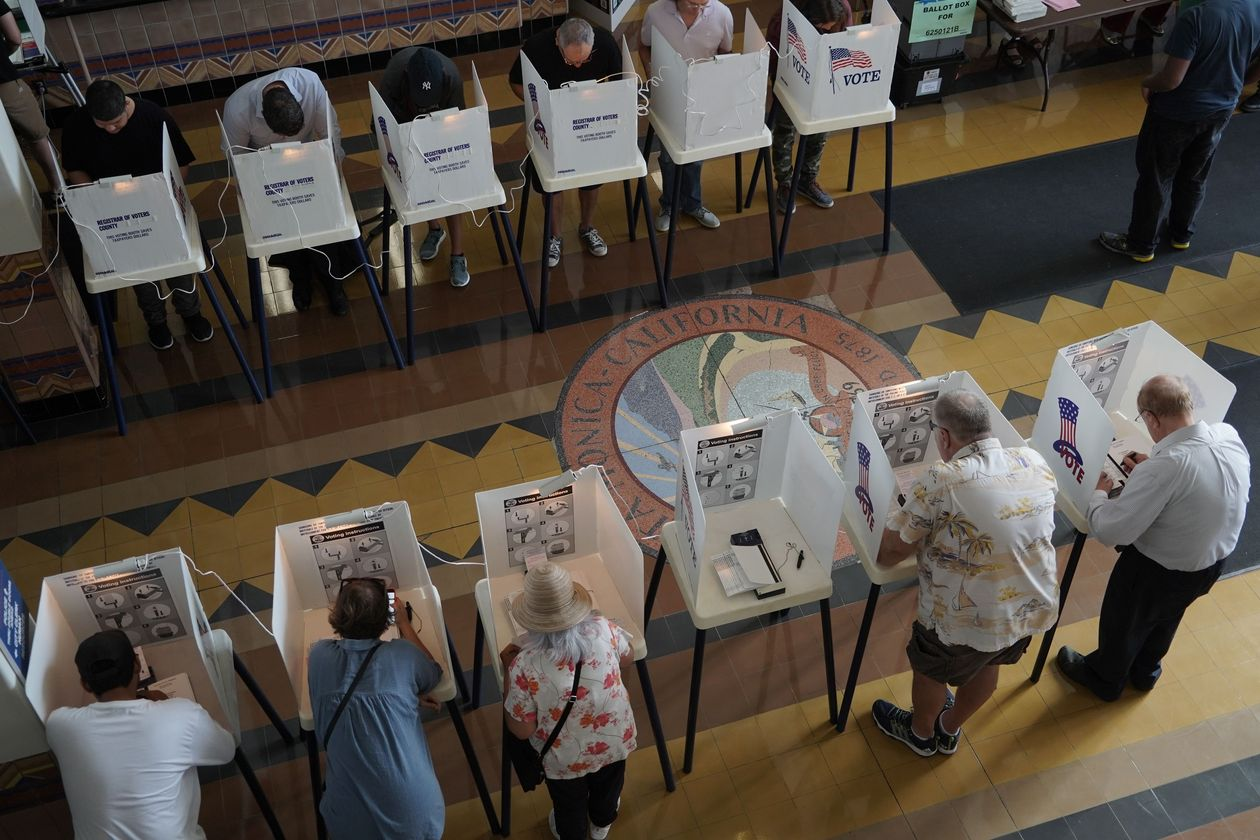 Voters cast ballots in the 2018 midterm elections in Santa Monica, Calif. Photo: Mike Nelson/EPA-EFE/REX/Shutterstock