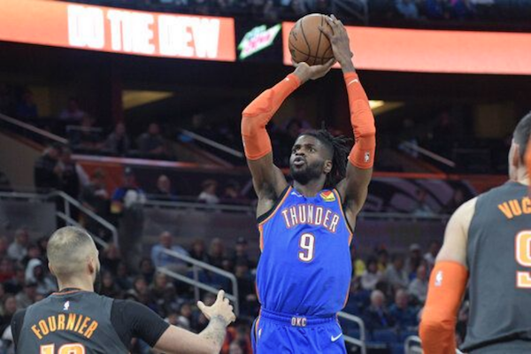Oklahoma City Thunder center Nerlens Noel (#9) goes up for a shot between Orlando Magic guard Evan Fournier, left, and center Nikola Vucevic (#9), right, during the first half of an NBA basketball game Wednesday, Jan. 22, 2020, in Orlando, Fla. Photo: Associated Press.