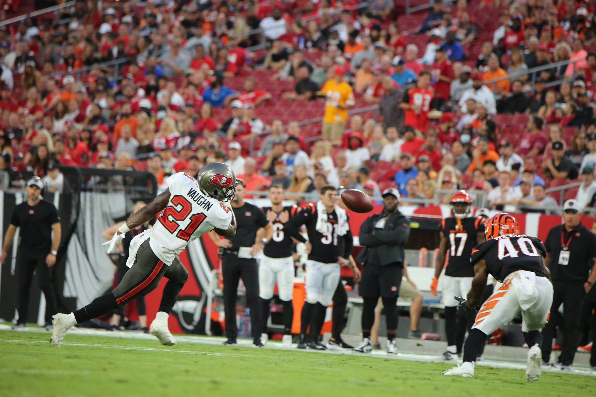 Tampa Bay Buccaneers' Ke'Shawn Vaughn (left) fights to recover a loose ball during the Buccaneers' match against the Cincinnati Bengals Saturday, August 14, 2021. Photo: Willie David/Florida National News.